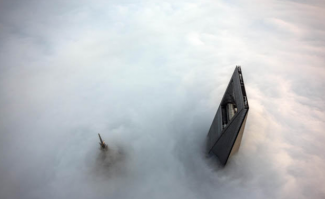Climbing Shanghai tower with no equipment